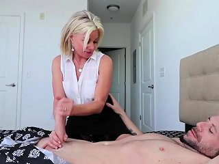 Super Cute Over 40 Milf Payton Hall Loves Nothing More Than Nuvid