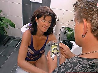 German Amateur Mature Mom Seduced Younger Guy In Bathroom