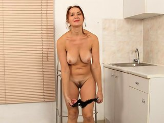 44yo Housewife Lucy Made A Video For You