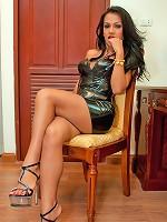 Shemale latex mistress Amy reveals her kinky side