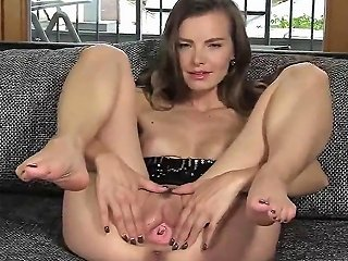 Peculiar Czech Chick Spreads Her Narrow Slit To The Maximum