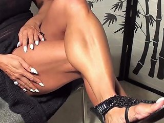 Shapely Muscle Never Looked Soooo Good Fbb Latia Flexes For The Fans