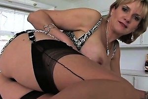 Adulterous English Mature Gill Ellis Shows Off Her Heavy Bre