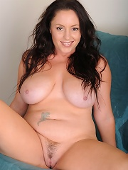 Curvy brunette MILF Tamara Fox bends over and touches her to...