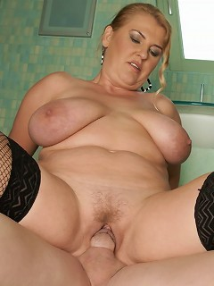 Big titted mama caught taking a pee