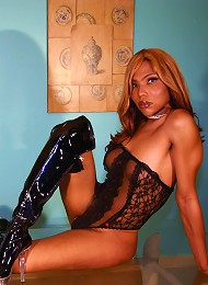 Naomi is an Ebony Shemale wh...