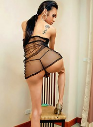 Thai tranny strokes her long...
