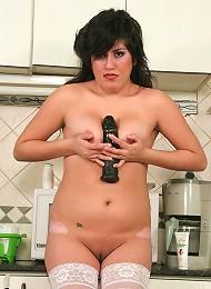 Delicious babe Celeste enjoys morning penetration