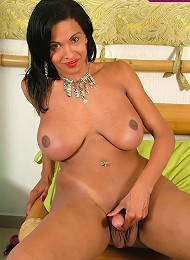 Experienced ebony tranny with a gorgeous big bust